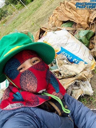 Nàng Mây bỏ đô thị phồn hoa về quê phân loại rác thải - 1