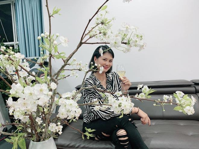 Người đẹp bóng chuyền Kim Huệ xinh tươi bên hoa lê, Linh Chi có giải nghệ lấy chồng? - 1