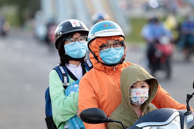 Đường phố Sài Gòn ùn tắc trong ngày học sinh trở lại trường sau thời gian nghỉ dịch COVID-19 - 2