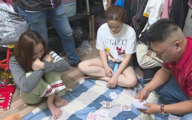 Bắt nhóm đánh bạc di động toàn trai xinh, gái đẹp - 1