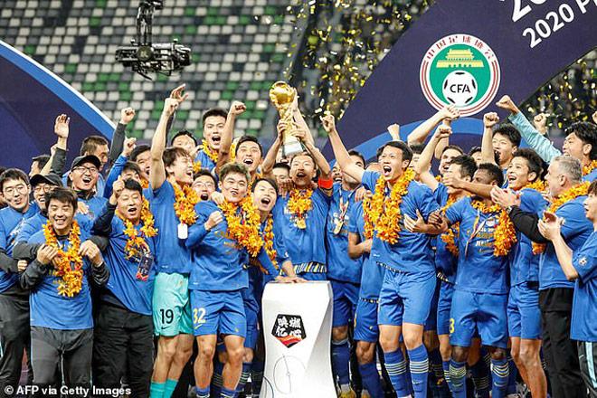 Bóng đá Trung Quốc rung chuyển: Nhà vô địch phá sản sau 3 tháng lên ngôi - 1