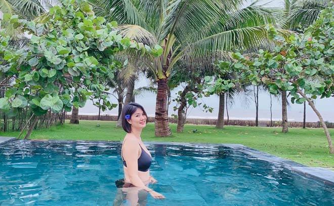 Hoa khôi bóng chuyền Kim Huệ tạo dáng với bikini, Thu Hoài