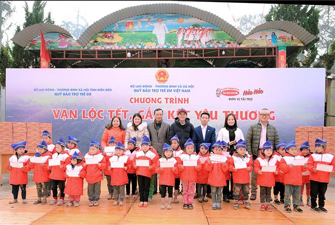 Nghệ sĩ Hoài Linh đồng hành cùng Hảo Hảo trao tặng lộc Xuân ý nghĩa cho trẻ em Điện Biên - 1