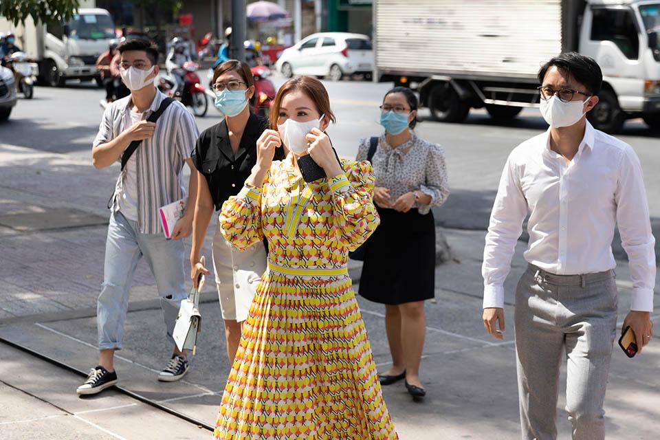 Hoa hậu Thu Hoài ủng hộ 200 triệu mua vắc xin ngừa Covid-19 - 1
