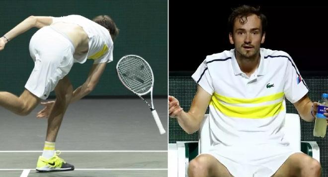 Medvedev nổi điên đập nát vợt: Ức chế vì thua sốc, lỡ dịp vượt Nadal - 1