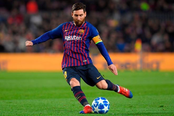 """Messi không thèm tập vẫn đá phạt giỏi, Ronaldo """"sút 66 vào 1"""" gây sốc - 1"""