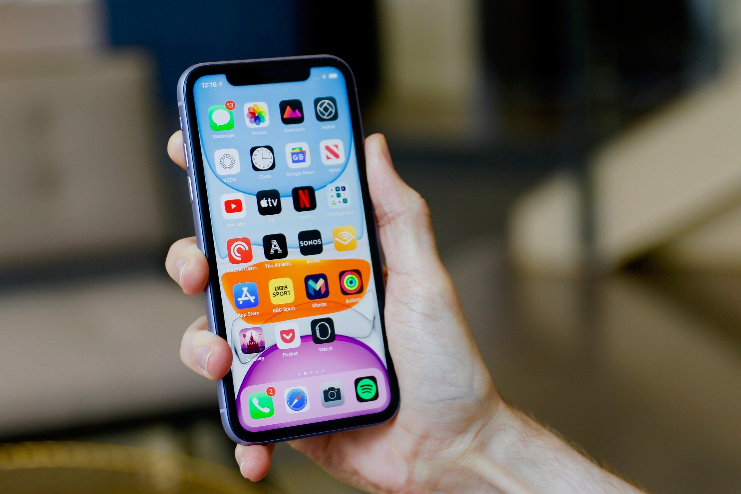 Mẫu iPhone đang rất hot do iPhone 13 ra mắt khiến giá giảm cực mạnh - 1