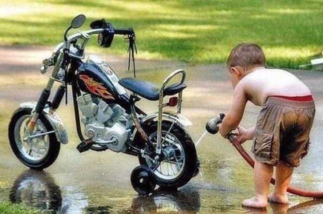 Phải tập luyện dần sau còn mở tiệm rửa xe chứ.