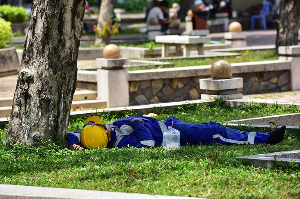 Người Sài Gòn vật vã dưới nắng nóng như thiêu đốt - 13