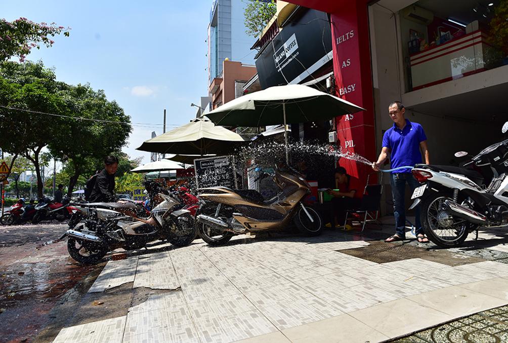 Người Sài Gòn vật vã dưới nắng nóng như thiêu đốt - 4