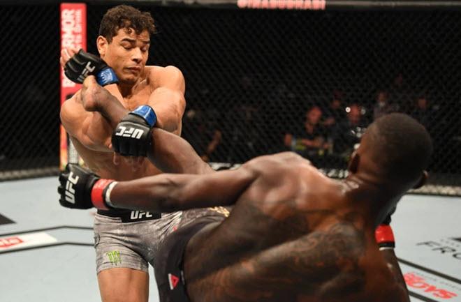 Võ sĩ nốc cả chai rượu rồi lên võ đài UFC, bị ê chề chưa từng có - 1