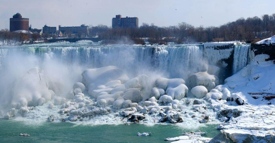 Thác nước hùng vĩ nhất thế giới bị đóng băng hoàn toàn và những điều kỳ diệu ít người biết tới - 1