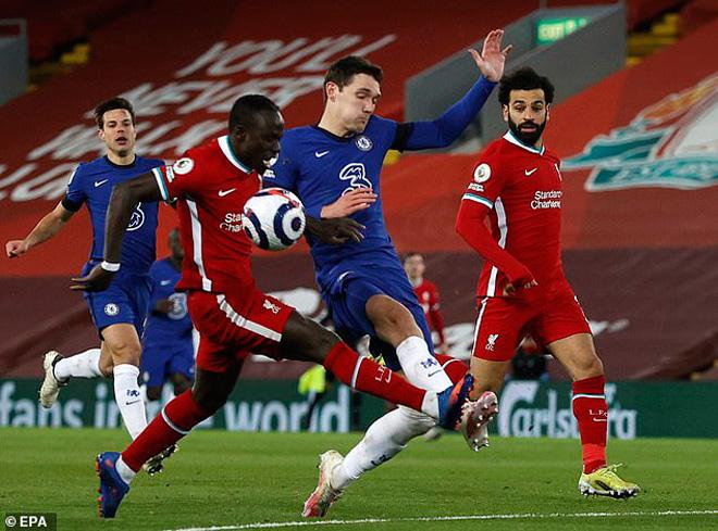 Nghi án lục đục tại Liverpool: Mane không muốn kiếm phạt đền cho Salah? - 1