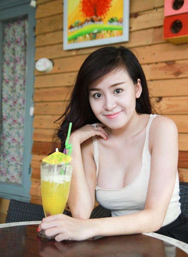 """Bà Tưng Huyền Anh nói về chiếc áo 2 dây trễ vòng 1 bị """"ném đá"""" 8 năm trước - 2"""