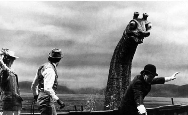 Tìm thấy chiếc tàu chiến nghi bị quái vật hồ Loch Ness tấn công - 1