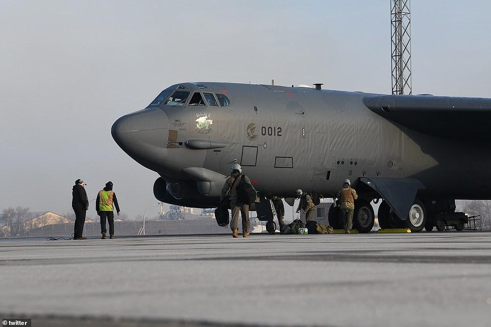 Mỹ gửi loạt tín hiệu cảnh báo giáng đòn quân sự Iran - 1