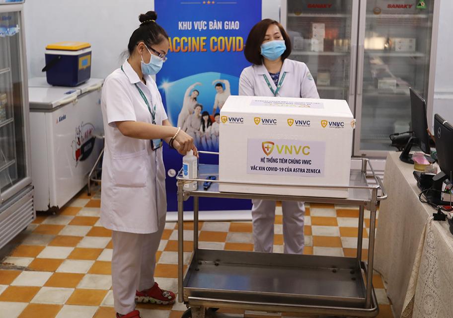Ảnh: Tiêm vắc xin ngừa COVID-19 cho tuyến đầu chống dịch ở TP.HCM - 2