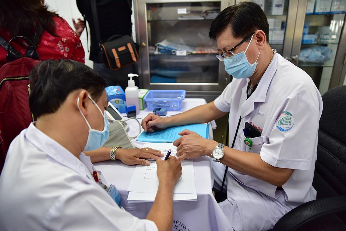 Ảnh: Tiêm vắc xin ngừa COVID-19 cho tuyến đầu chống dịch ở TP.HCM - 7