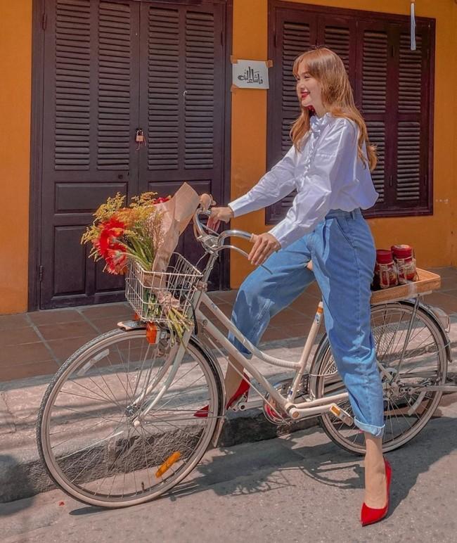 Xe đạp là món đồ mang lại những bức hình thời trang đa sắc màu cho các tín đồ thời trang, ở Việt Nam không ngoại lệ.