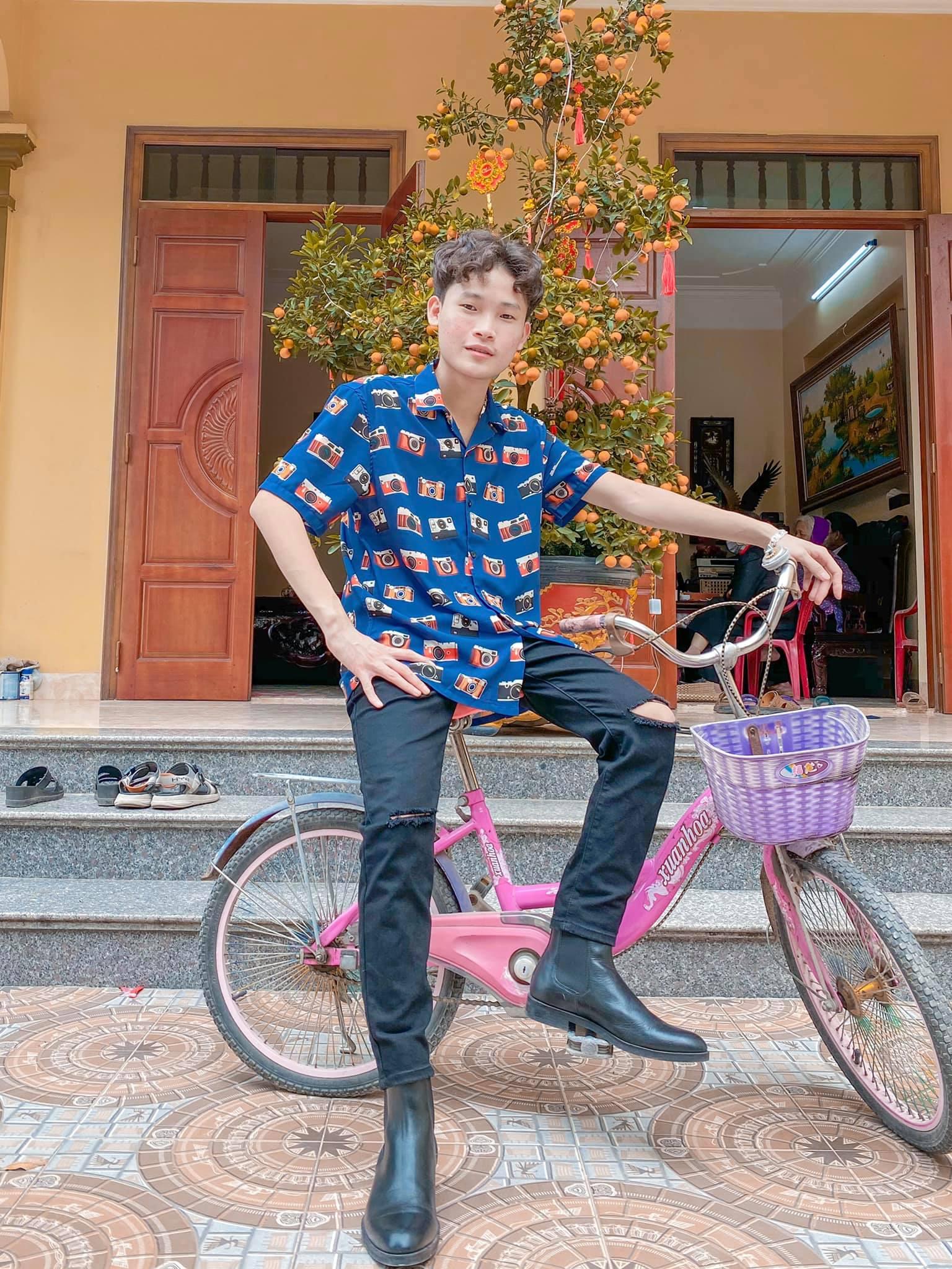 """Chàng sinh viên """"nhà quê"""" """"vượt mặt"""" Hoài Linh, Trường Giang trên TikTok là ai? - 1"""
