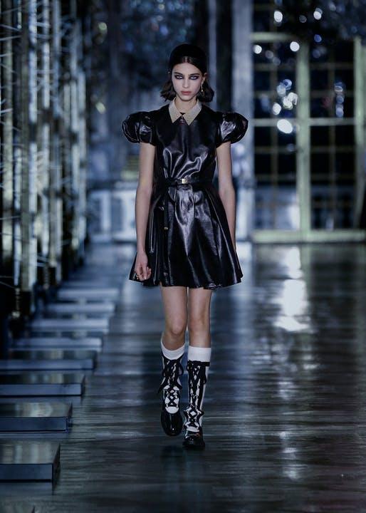 Maria Grazia Chiuri đem cổ tích đến bộ sưu tập mới nhất của Dior 2021 - 1