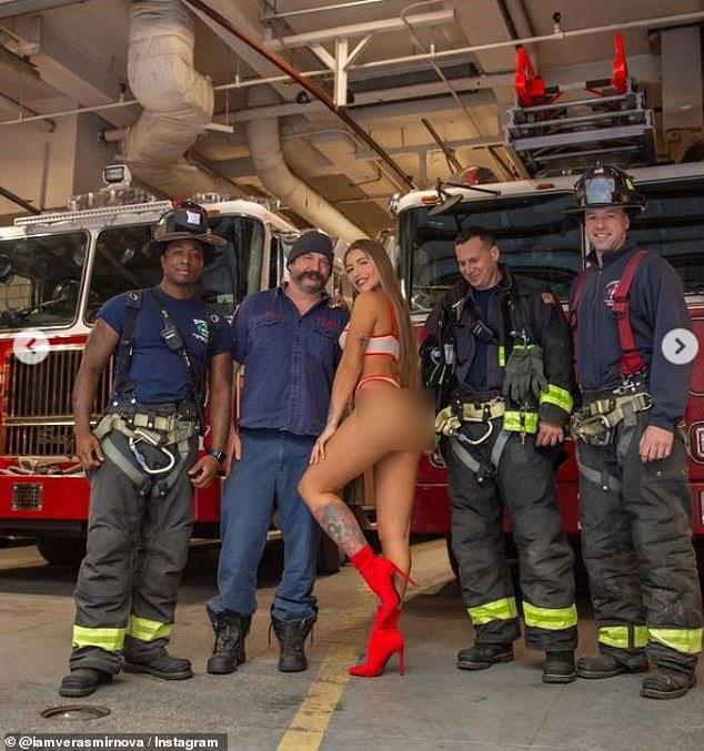 """Mỹ: Chụp hình với gái xinh """"phồn thực"""", lính cứu hỏa bị điều tra - 1"""