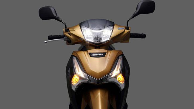 Đèn pha của Honda Future 125 tại Malaysia ứng dụng công nghệ LED hiện đại trong khi hai cụm đèn còn lại vẫn dùng đèn halogen