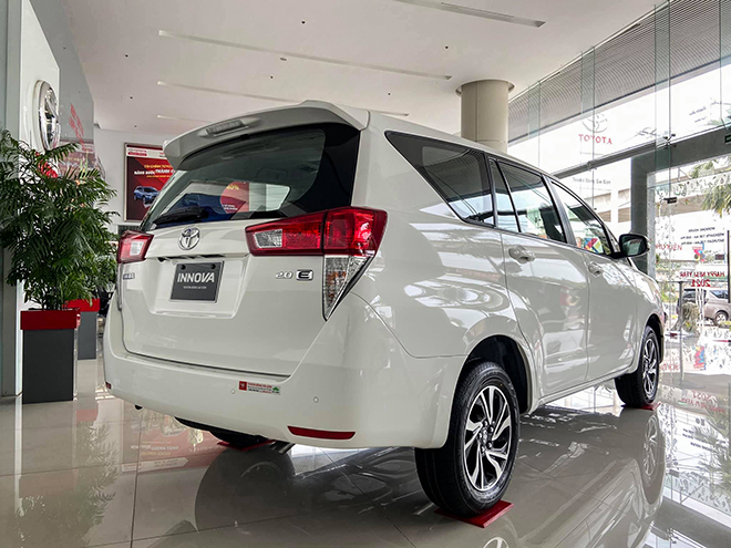 Cận cảnh Toyota Innova mới bản số sàn, giá 750 triệu đồng - 3