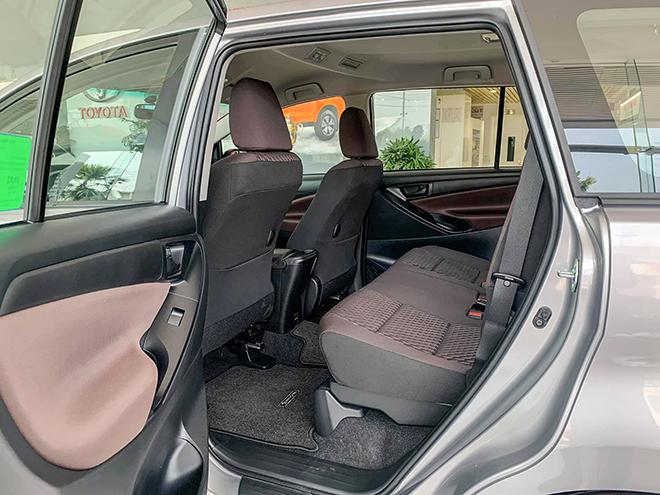 Cận cảnh Toyota Innova mới bản số sàn, giá 750 triệu đồng - 6