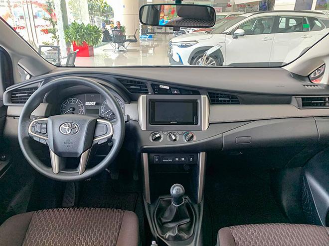 Cận cảnh Toyota Innova mới bản số sàn, giá 750 triệu đồng - 4