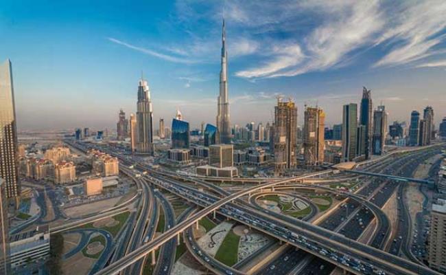 Không dừng lại ở khách sạn bốn hay năm sao, Dubai là quốc gia duy nhất sở hữu khách sạn bảy sao và cuộc sống ở đây cũng trở nên xa xỉ với hàng loạt sản phẩm, dịch vụ khó có thể tìm thấy ở nơi nào khác.