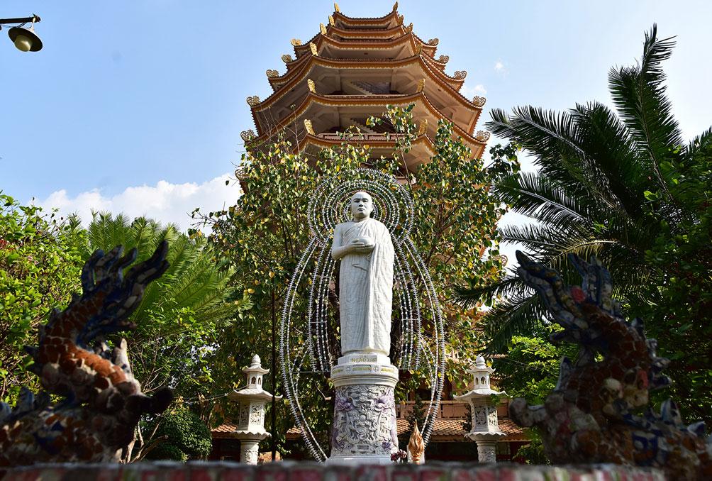 Ngôi chùa ở Sài Gòn có 4 bảo tháp lớn nhất Việt Nam - 13