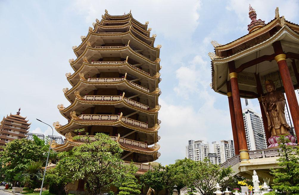 Ngôi chùa ở Sài Gòn có 4 bảo tháp lớn nhất Việt Nam - 4
