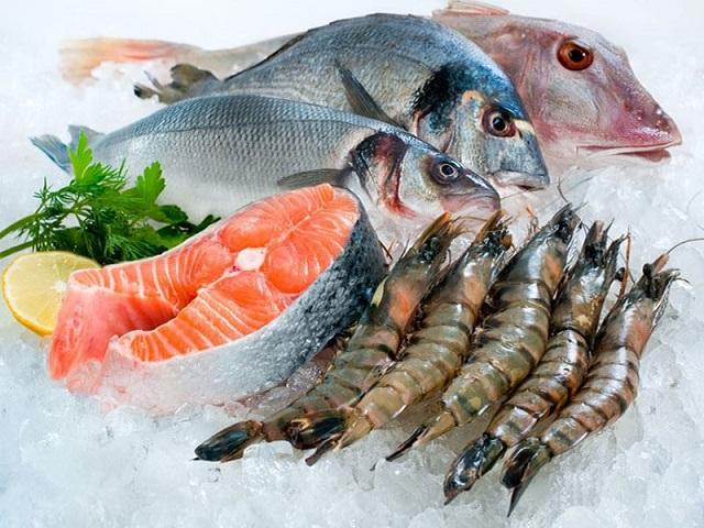 Muốn rã đông cá nhanh, không tanh, không nát hãy áp dụng 1 trong 3 bí quyết này - 1