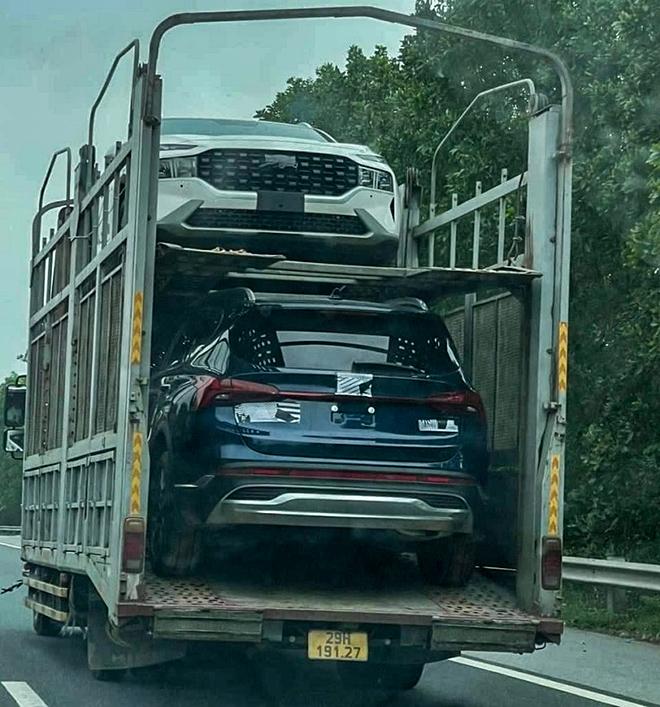 Thêm loạt xe Hyundai SantaFe bản nâng cấp bị bắt gặp trên xe thớt tại Hà Nội - 1