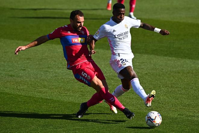Video Real Madrid - Elche: Cứu tinh Benzema, vỡ òa phút 90+1 - 1