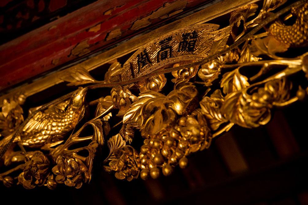 Ngôi nhà cổ gần 200 tuổi chứa bảo vật dát vàng, giá nào cũng không bán - 8