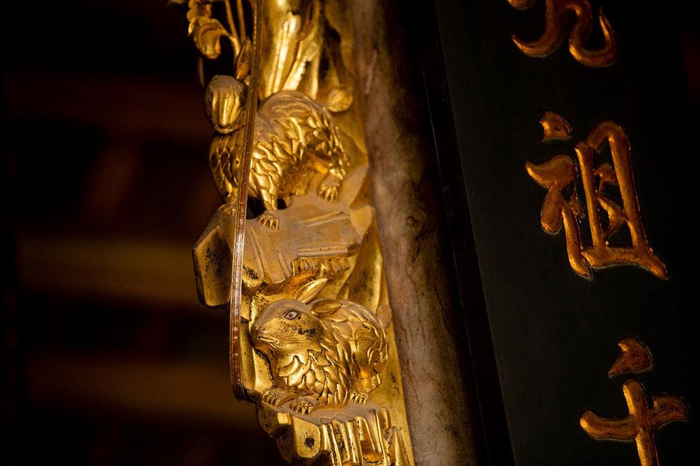 Ngôi nhà cổ gần 200 tuổi chứa bảo vật dát vàng, giá nào cũng không bán - 9