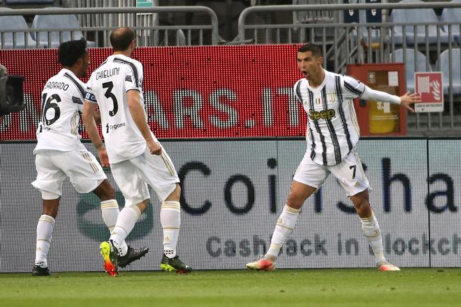 "Video Cagliari - Juventus: Ronaldo lập hat-trick siêu tốc, ""sống mái"" cho Serie A - 3"