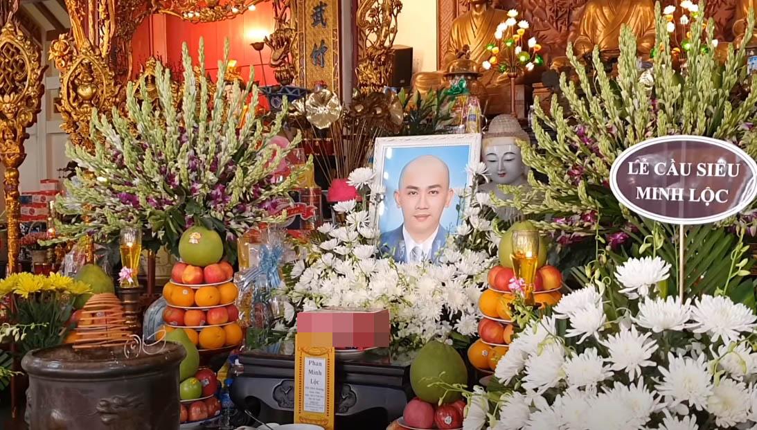 Trường Giang, Nhã Phương khóc nấc tại lễ cầu siêu Minh Lộc - 1