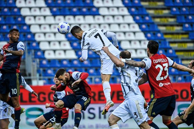 "Video Cagliari - Juventus: Ronaldo lập hat-trick siêu tốc, ""sống mái"" cho Serie A - 1"