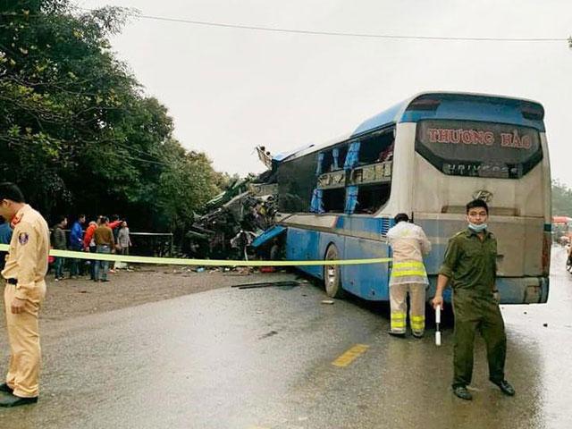 3 người thiệt mạng trong vụ tai nạn kinh hoàng giữa xe khách và xe tải ở Hoà Bình - 2