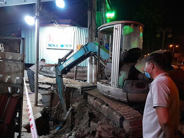 Sạt lở đất vùi lấp 2 công nhân làm cống thoát nước - 2