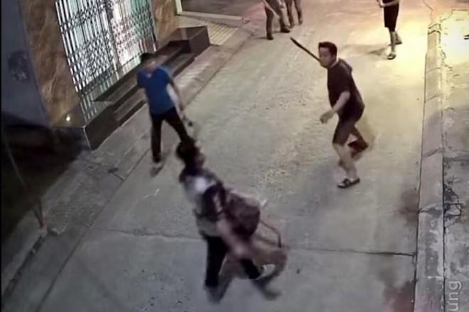 Clip: Truy đuổi đối tượng nổ mìn cướp tiệm vàng ở Hải Phòng - 1