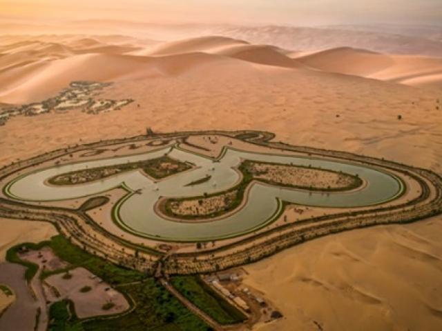 Du lịch - Điều chưa biết về hồ lạ hình trái tim giữa bốn bề sa mạc bỏng cháy