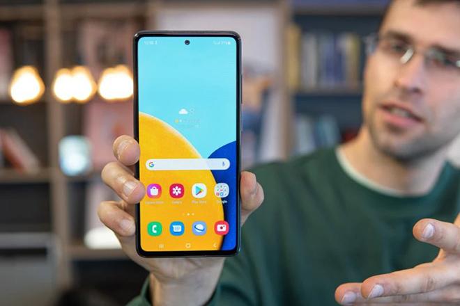 Galaxy A52 5G - chiếc smartphone khiến iPhone SE 2020 trở nên lỗi thời - 1
