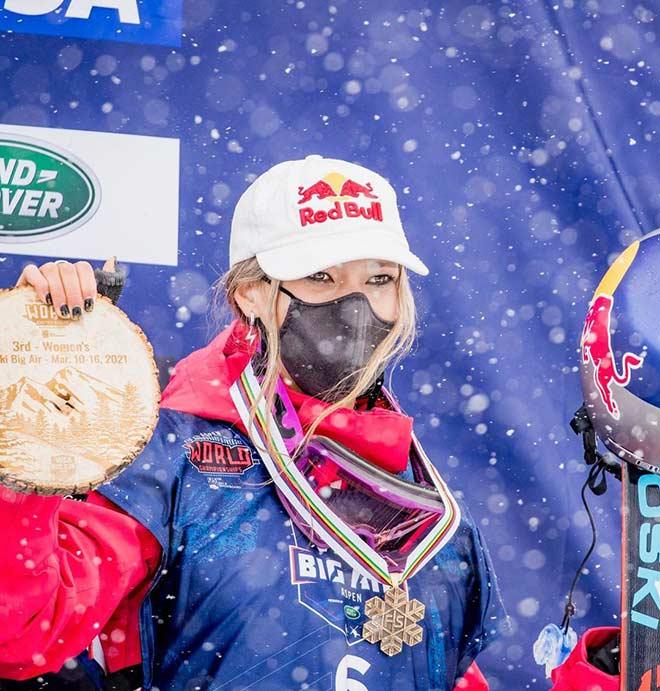 Lạ mắt vẻ đẹp lai tây của nhà vô địch thế giới trượt tuyết Trung Quốc - 1
