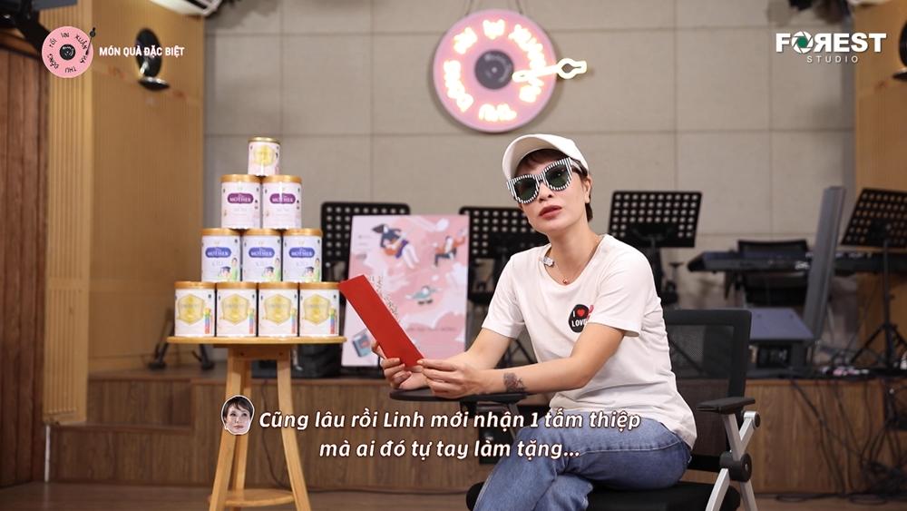 """Ca sĩ Uyên Linh khiến Hòa Minzy bị """"khớp tinh thần"""" - 1"""