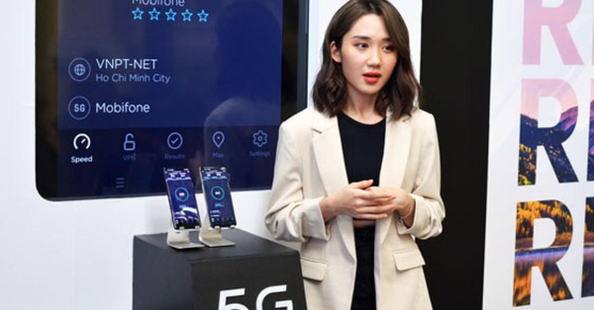 Điện thoại 5G chờ nhà mạng - 1