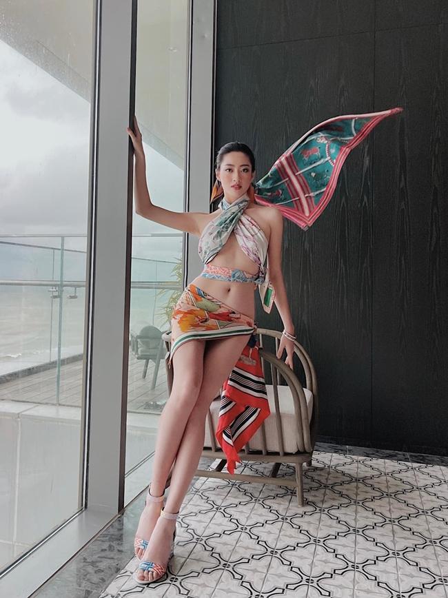 Sau khi đăng quang hoa hậu Thế giới Việt Nam 2019, Lương Thùy Linh không chỉ hoàn thiện hơn về ngoại hình mà ở cả phong cách thời trang.